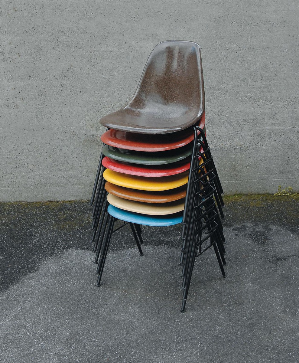 2-0001a-eames-sidechairs