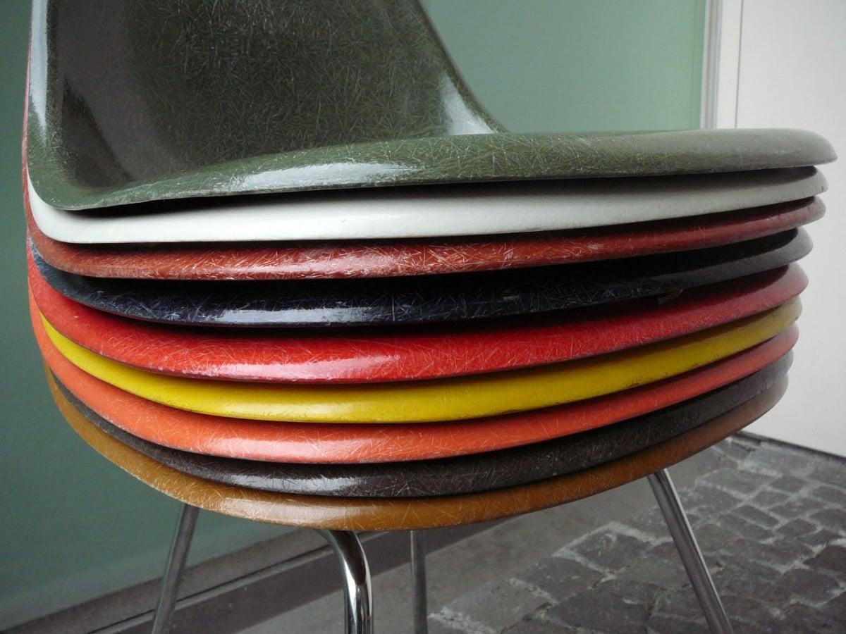 2-0001b-eames-sidechairs